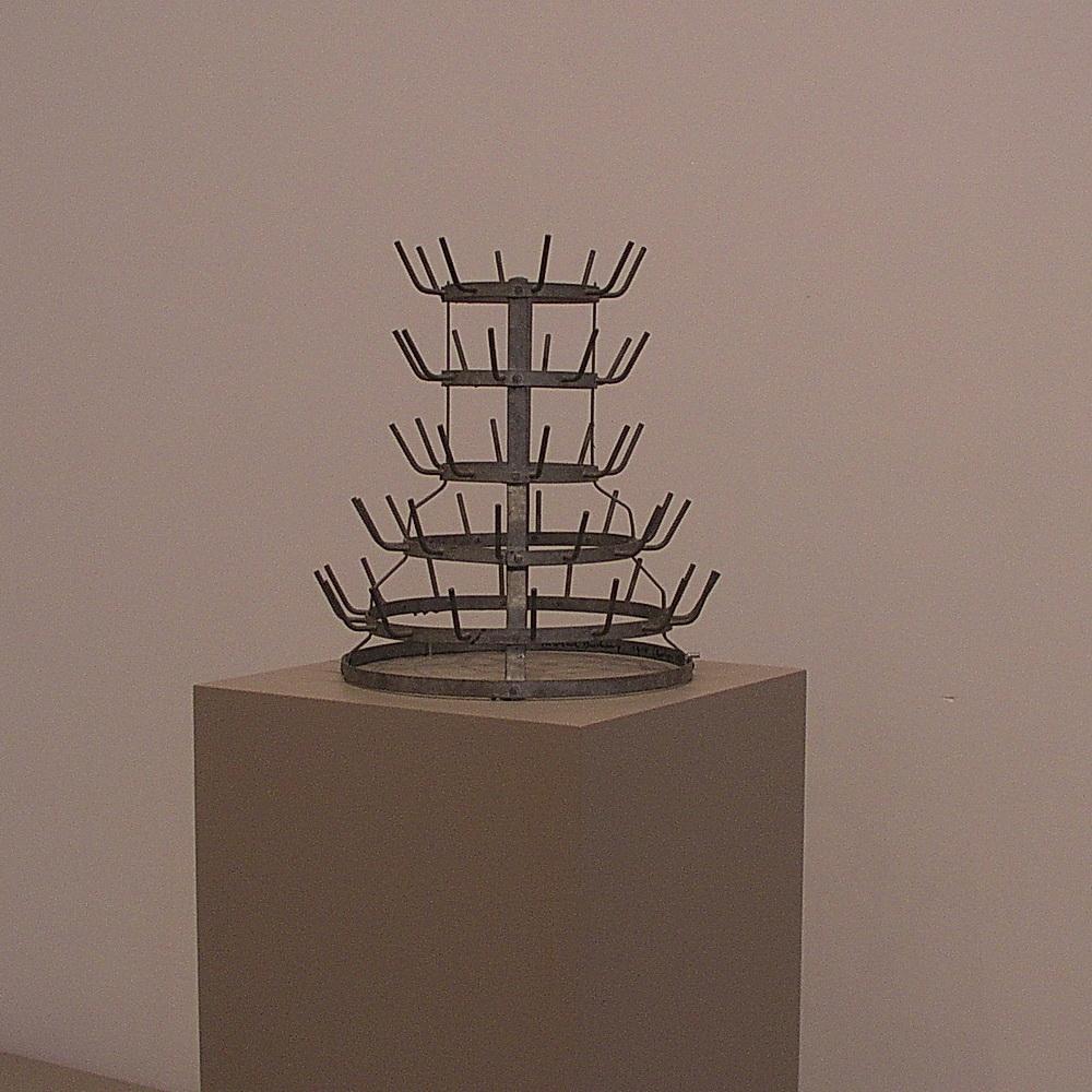 De rol van het minimalisme schatplichtig en baanbrekend - Marcel duchamp porte bouteille ...
